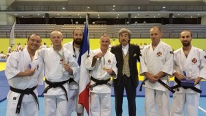 Taïkaï européen 2015, une partie des vainqueurs français du Embukaï en compagnie d'AOSAKA Senseï - © Stéphane B.