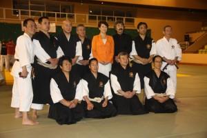 SO Yuuki et AOSAKA Sensei, entourés des cadres de la WSKO, lors du 6ème Taïkaï européen en 2011 à Monaco