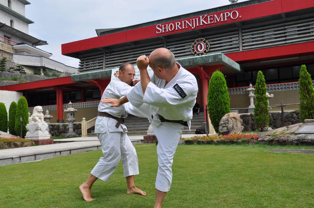 Les kenshi monégasques lors de leur séjour au Japon, au hombu dojo à Tadotsu